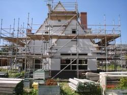 raadbouw bv voorkant huis onder constructie